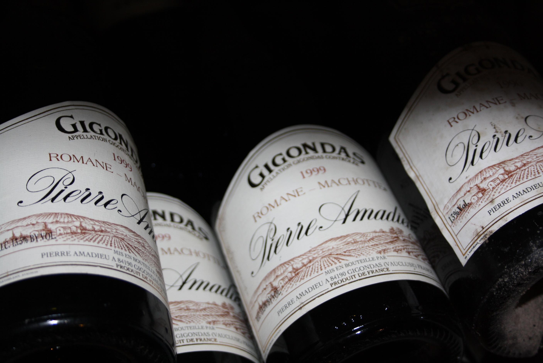 Vieilles bouteilles de Gigondas Romane Machotte
